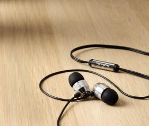 EARPHONES 05